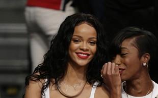 Rihanna brez sramu pokazala uhan v bradavički