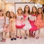 Odprtje so popestrile tudi najmlajše plesalke.  (foto: Mediaspeed, Mali zakladi)