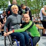 V duhu teka Wings for Life je za paraolimpijko Matejo Pintar tekel njen fant Peter. (foto: Primož Predalič)