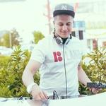 Za prijetno glasbo je poskrbel DJ Dey. (foto: Marko Delbello Ocepek)