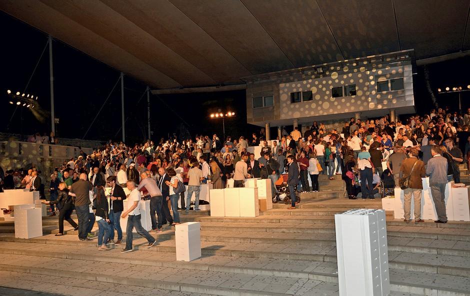 Prvi mednarodni Wine Jam je v  Križanke privabil ogromno  ljubitelj žlahtne kapljice. (foto: Sašo Radej)