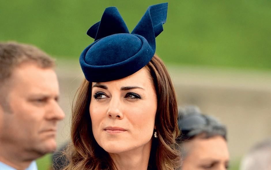 Kate ni vedno popolna, kakor se trudi biti. Tokrat je razočarala modnega oblikovalca, ljudje pa ji očitajo, da si je omislila predrago prenovo posesti. (foto: Profimedia)