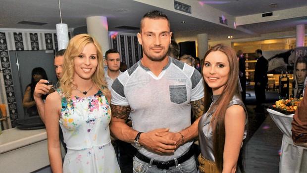 Odkar je Sašo Radovič prekinil  zvezo z Vesno Jankvoić, je  spet obkrožen s številnimi  lepotičkami. (foto: Borut Midlil)
