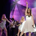 Rebeka Dremelj se je predstavila s skladbo Gremo na vrh sveta. (foto: Primož Predalič)