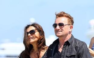 Bono in Ali sta po 32 letih zakona še vedno močno zaljubljena