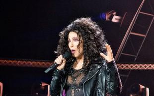 Cher je iz hiše zmetala vsa ogledala