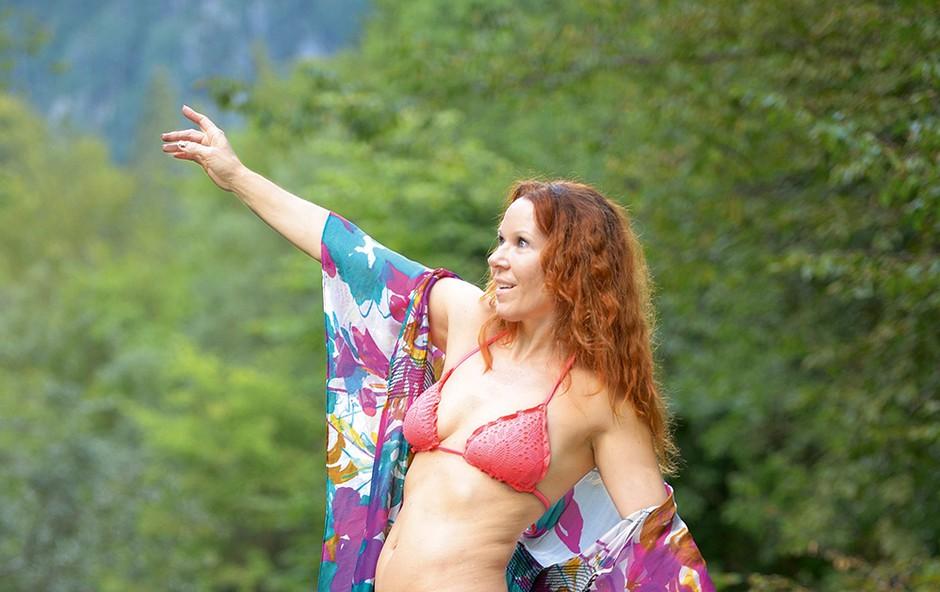 Marsikdo ji ne bi verjel, da je stara 49 let, saj bi ji njeno postavo zavidala marsikatera 20-letnica. (foto: Primož Predalič)