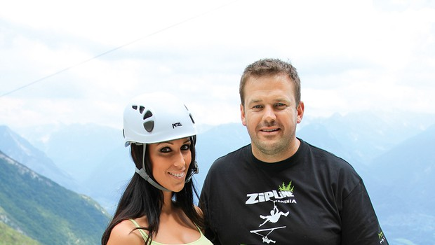 Tina je po nekajmesečni romanci s šarmantnim pevcem Janom Plestenjakom sveže samska, zato uživa s prijateljicami. (foto: Bojan Novak)
