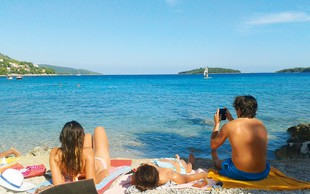 Iris Ošlaj svoje obline namakala v Dalmaciji