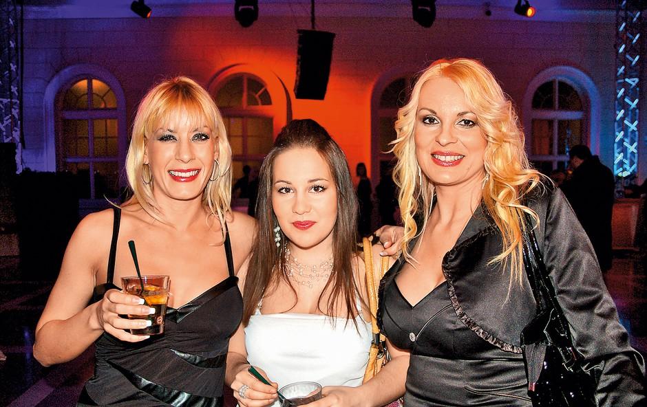 Lucienne je ponosna  na svojo hčer Kim,  ki v družbi Clee  glasbena prizorišča  polni kot za stavo.  (foto: osebni arhiv)