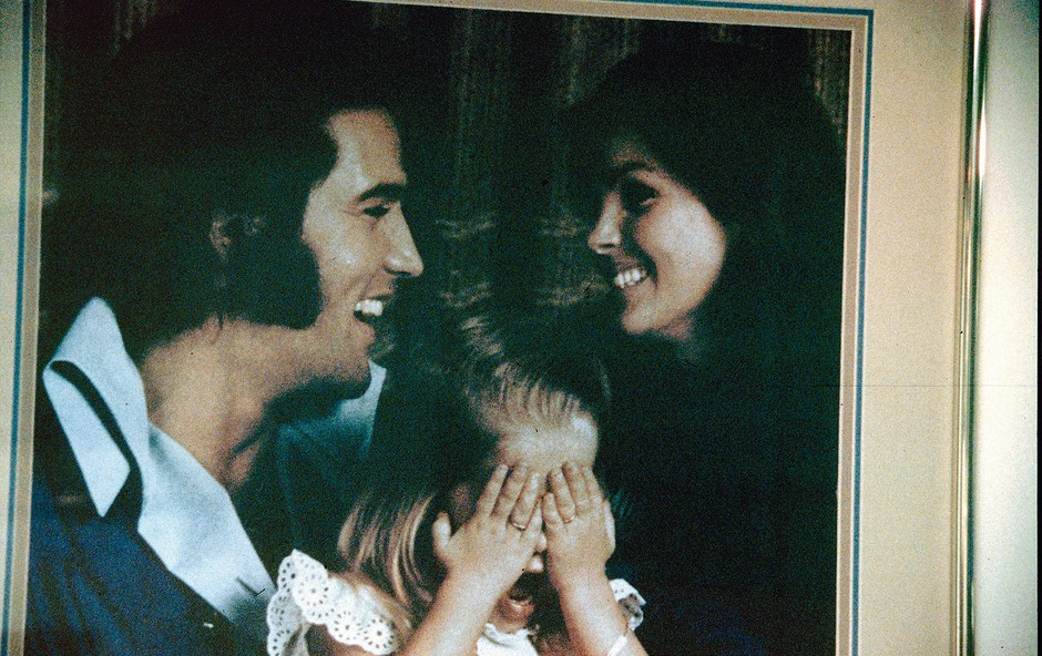 Elvis s Priscillo in njuno hčerko Liso Marie. (foto: Profimedia)