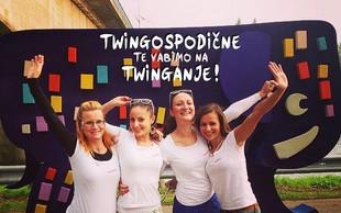 V belem Twingu z Ano plešejo Bojana, Petra in Barbara