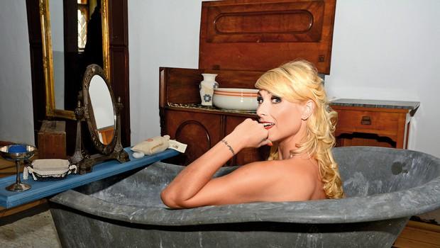 Za potrebe  snemanja oglasa  se je Vesna tudi  slekla. (foto: Sašo Radej)
