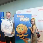 Dogajanje pred premiero je povezoval radijec Miha Deželak. (foto: Mediaspeed)