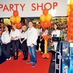 Podjetnika Niko in Renata Fric sta navdušena nad trgovino Party Shop, ki sta jo odprla v Koloseju. (foto: Sašo Radej)