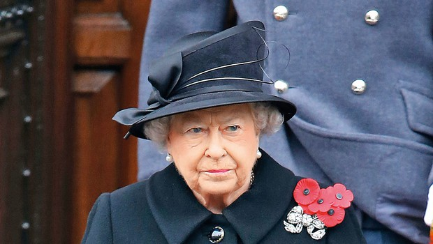 O tem, kdaj se bo 88-letna kraljica umaknila s prestola, se nenehno pojavljajo nove in nove špekulacije. (foto: Profimedia)