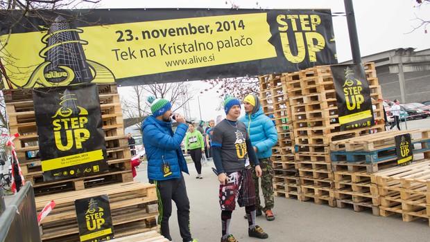 Na vrh Kristalne palače teklo 350 tekačev (foto: Nino Kutnjak)