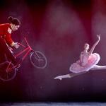 Izjemno! Baletno - akrobatski hibrid na londonskih odrskih deskah! (foto: profimedia)