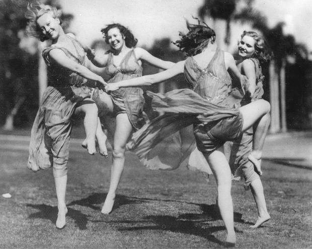 Leto 1930 in tole so plesalke, ki vadijo v Griffith Parku. Los Angeles, ZDA. (foto: profimedia)