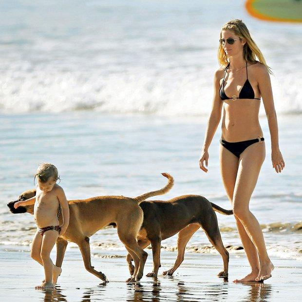 Gisele Bundchen uživa z družino na Costa Rici