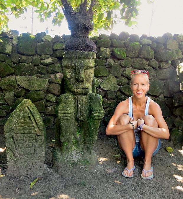 Neverjetno prijazno ljudstvo Batak živi na otoku sredi jezera, med kupom starodavnih kipcev, podobni so Indijancem, še pred kratkim pa so bili ljudožerci. (foto: osebni arhiv)