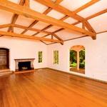 Velika in prostorna dnevna soba s kaminom (foto: Revija Lea)