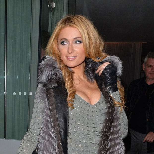 Dekolte Paris Hilton buri duhove