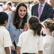 Kate Middleton ne more več skrivati trebuščka