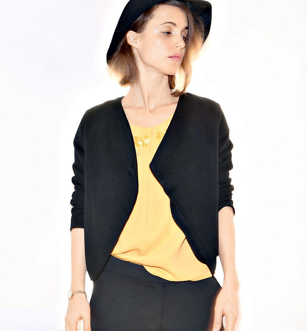 Špela Jambrek. Majica in hlače Max&Co., jakna špelajambrek, klobuk H&M, foto: Matija Tomc (foto: Story press)