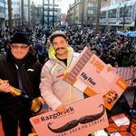 Poklon prvaku je  namenil tudi župan  Maribora dr. Andrej  Fištravec. (foto: Mediaspeed)