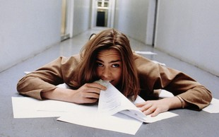 Zakaj ženske v podjetjih ne dosegajo visokih položajev? Ker imajo prenizke pete.