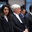 Amal Alamuddin Clooney v svojem elementu in odvetniški halji
