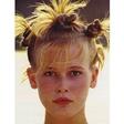 Kdo je ta najstnica z zares divjo frizuro?