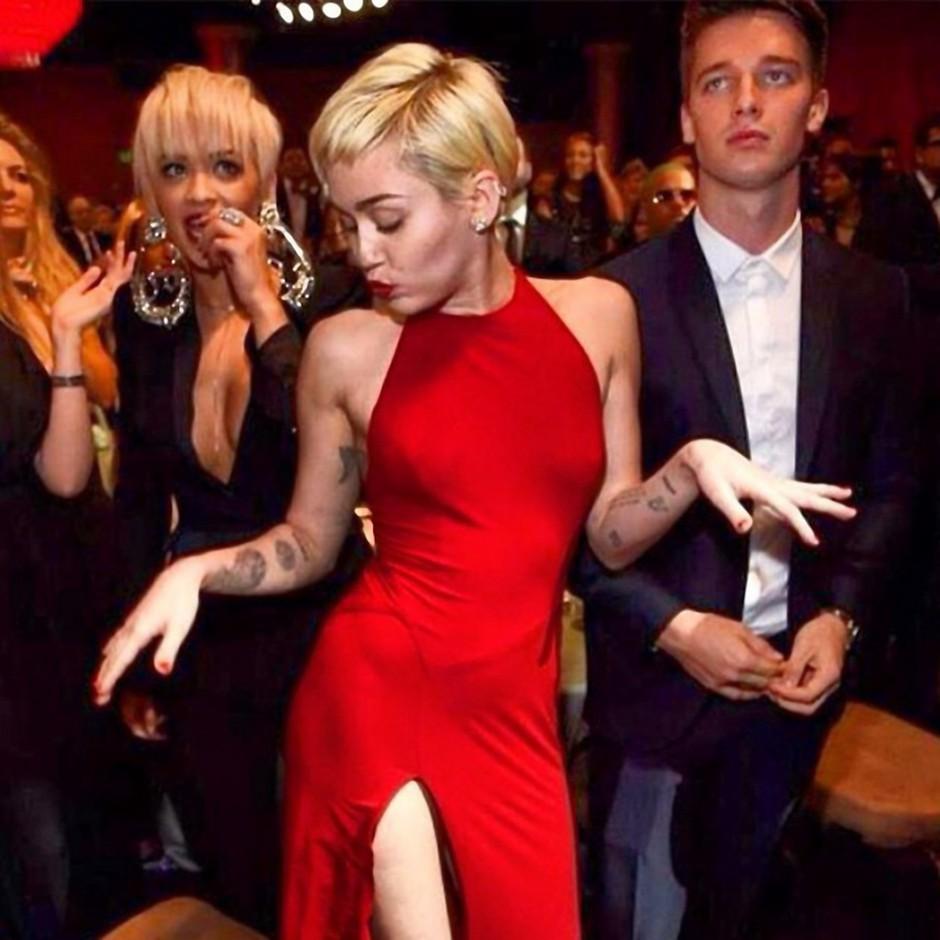 Se je Rita Ora ostrigla na kratko zaradi Miley? (foto: profimedia)
