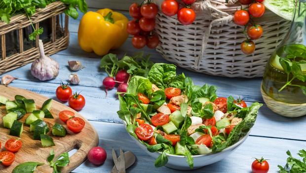 Zdrava hrana - kaj jesti manj in česa jesti več - za popolno zdravje! (foto: shutterstock)