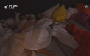 Joel in Ivona zaspala v objemu