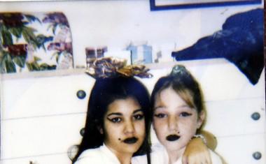 Prepoznate temnolasko na teh fotografijah?
