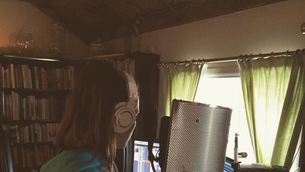 Maja se v teh dneh mudi v studiju, kjer že prirpavlja nove glasbene izdelke (foto: Osebni arhiv)