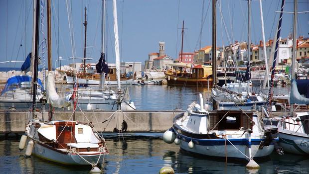 Morje med Portorožem in Piranom tudi uradno ustrezno za kopanje (foto: profimedia)
