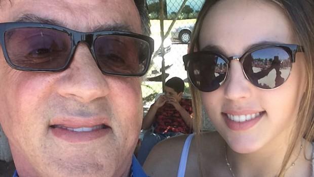 Med bizarnimi cvetkami tudi ta, da očka Stallone hčerkam prepoveduje zmenke! (foto: profimedia)