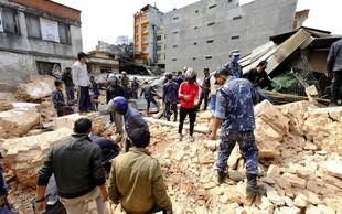 Rdeči križ Slovenije zbira pomoč za prizadete ob potresu v Nepalu