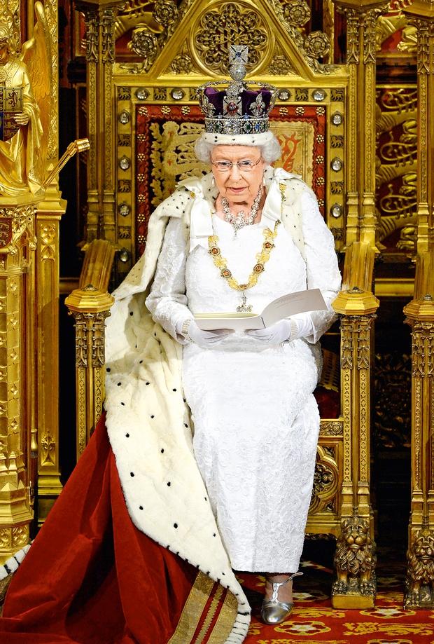 Kraljica Elizabeta praznuje častitljivih 89 let (foto: Lea)