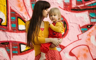P&G v sodelovanju s Hoferjem pomaga materinskim domovom in varnim hišam