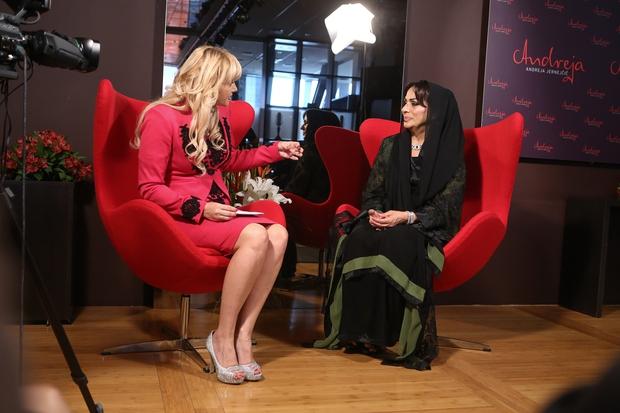 Mag. Andreja Jernejčič Vizjak in šejka Thoraya Al Awadhi med pogovorom za oddajo Zajtrk PR´Andreji  foto Barbara Reja. (foto: Barbara Reya)