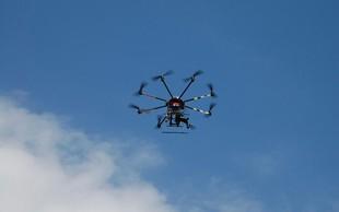 Britanska policija izpustila par, aretiran zaradi dronov nad Gatwickom