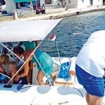 Družini se je na otoku pridružila tudi prijateljica,  s katero so se odpravili v bližnji lokal in si tam  privoščili sladoled..  (foto: N. Divja)