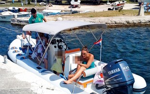 Rebeka Dremelj z 'gumico' po otokih