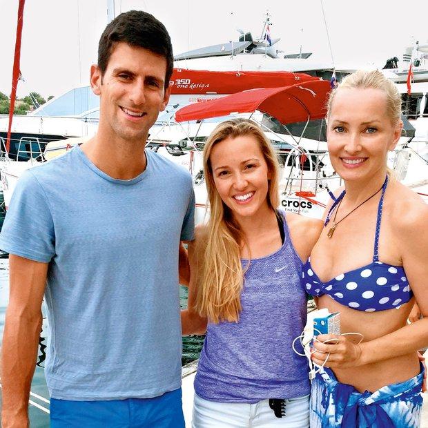 Tanja in Zala Ribič med dopustom srečali Novaka Đokoviča. In nastali sta ti dve fotki!