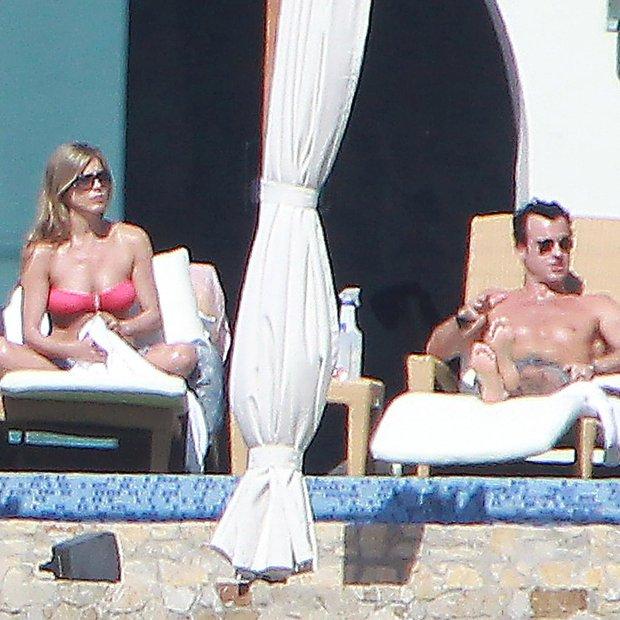 Pokukajte, kako Jenn in Junstin uživata medene tedne na otočju Bora Bora