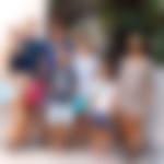 Družina na počitnicah Pavlos, prestolonaslednik Grčije in danski princ s soprogo princeso Marie Chantal ter otroci princeso Mario-Olympio in princi Constantinom Alexiosom, Achileasom-Kimonom in Arstidisom-Stavrosom na počitnicah v Grčiji.